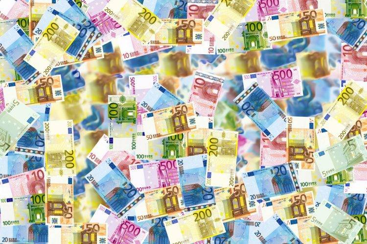 Euro is growing social media picture